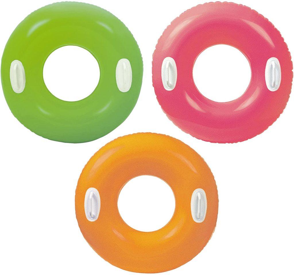 Bouée à poignées de couleur unie orange, mauve et verte conseil d'achat pour piscine tubulaire