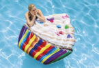 Matelas piscine faire un bon achat pour se détendre dans le jardin guide comparatif les plus jolies modèles